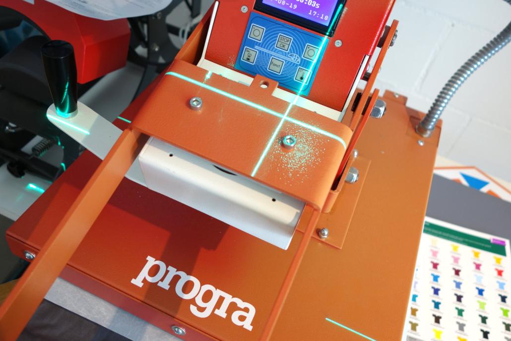 progra - Professionelle Heisspresse für die Herstellung der Schürzen